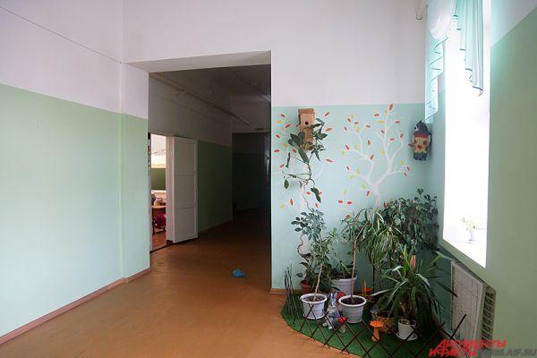 Однако часть стен украсили яркими рисунками, что, конечно, радует глаз.