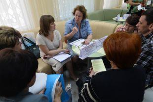 Посетители наярмарке вакансий для граждан, прибывших стерритории Украины вНовосибирске.