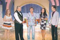 Михаил Борисов делится опытом с ведущим нового телешоу  «Жилищная лотерея плюс» Сергеем Белоголовцевым.
