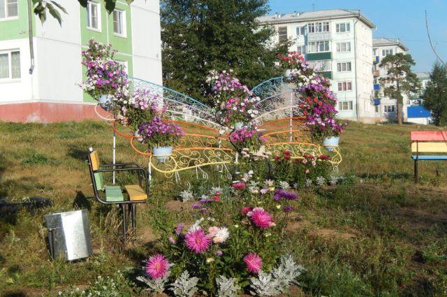 Клумбы и цветы в поселке Белореченский наверняка вас поразят.