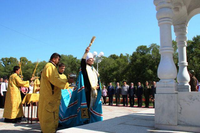 Часовню освящает митрополит Игнатий