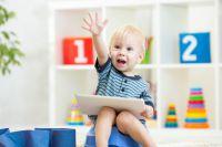 Ребёнок уверенно пользуется различной аппаратурой, включает мультфильмы и музыку, заходит в интернет.