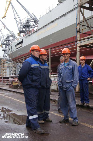 По двум контрактам, подписанным с министерством обороны, завод уже заложил пять кораблей серии 11356. Ожидается закладка шестого, который получил название «Адмирал Корнилов».