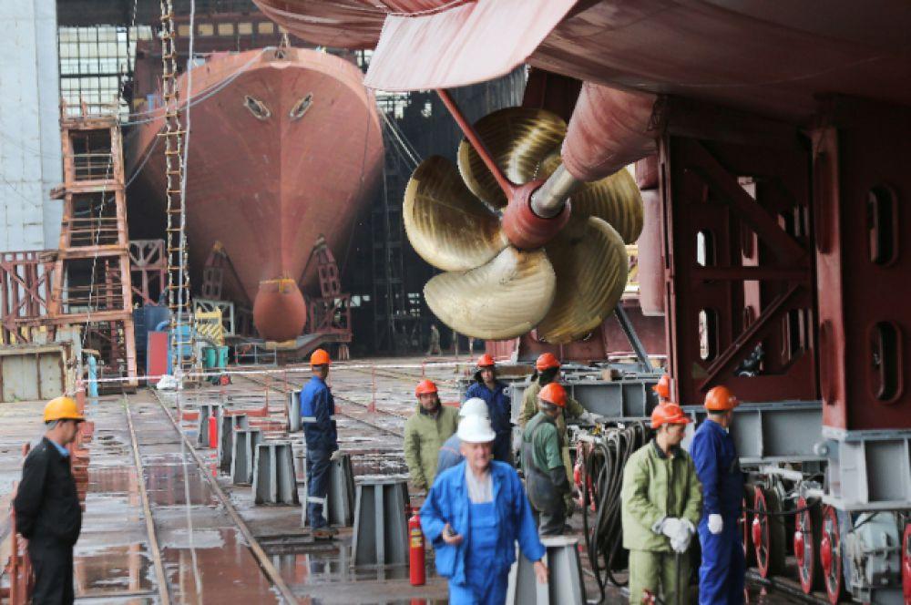 За 70 лет на заводе построено 157 боевых кораблей и более 500 гражданских судов.
