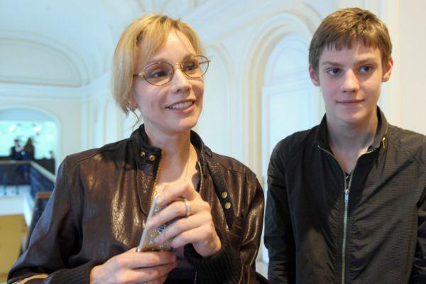 Курс Табакова и Леонтьева Марина Зудина окончила в 1986 году.