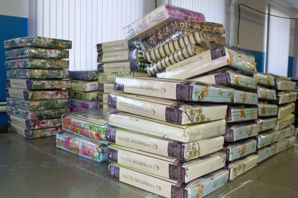 Яркие комплекты постельного белья из швейного цеха «Камышинского текстиля» готовятся к отправке по Волгоградской области и другим регионам России.