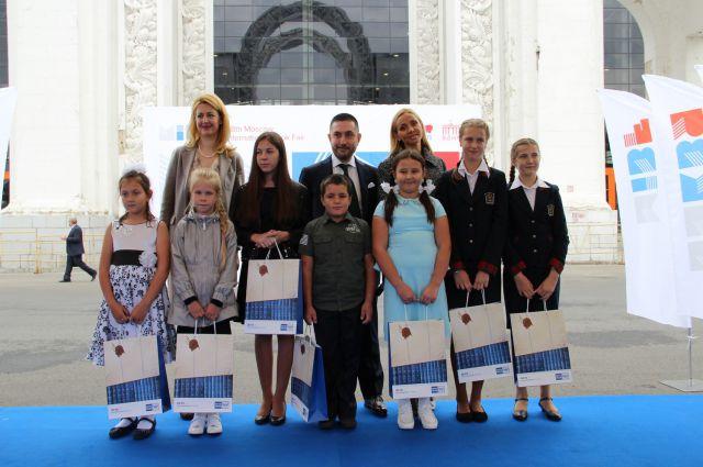 Смолянин Илья Савченков в первом ряду в центре.