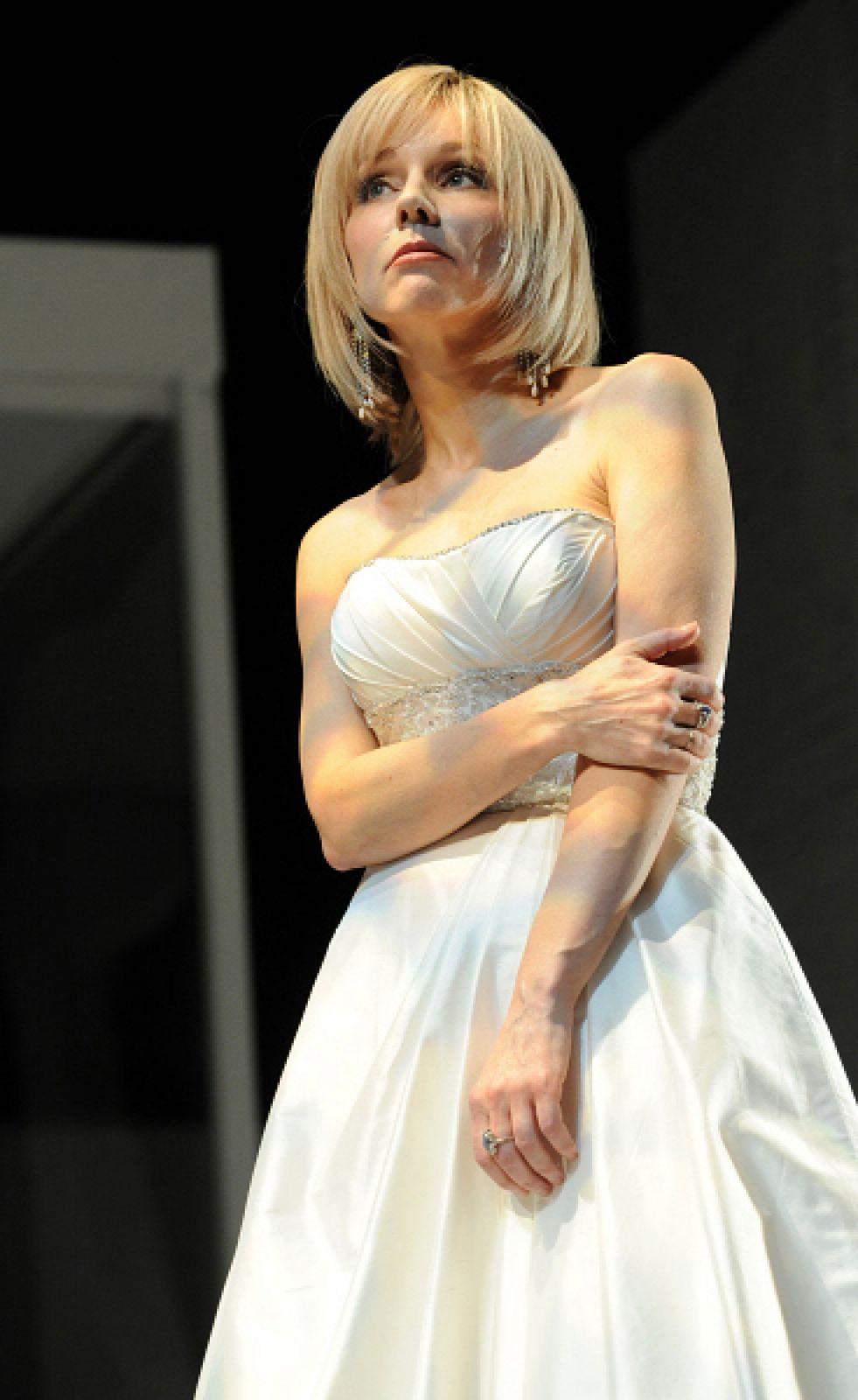 В прессе про Марину писали, что ей удается лучше всего играть героинь с лирическими характерами, не просто хороших, а красивых.