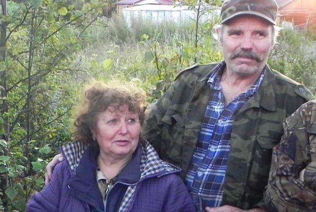 Мария Исайчик с волонтёром Владимиром Чечушковым, предложившим ещё раз прочесать дорогу