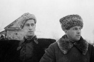 Генерал-майор Лев Михайлович Доватор (справа) со своим адъютантом на Западном фронте в годы Великой Отечественной войны.