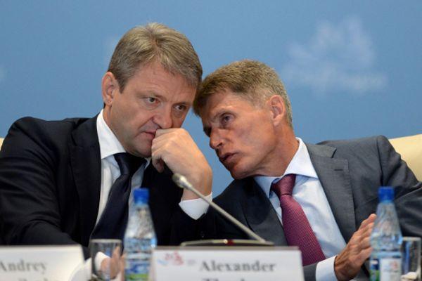 Министр сельского хозяйства Российской Федерации Александр Ткачёв и временно исполняющий обязанности губернатора Сахалинской области Олег Кожемяко.