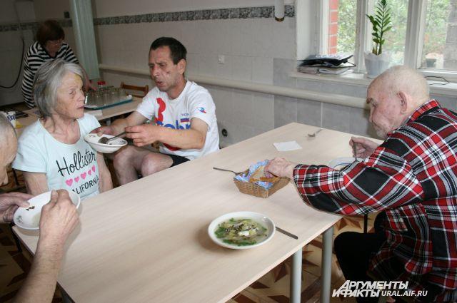 «АиФ-Урал» предлагает поделиться дарами природы с одинокими стариками