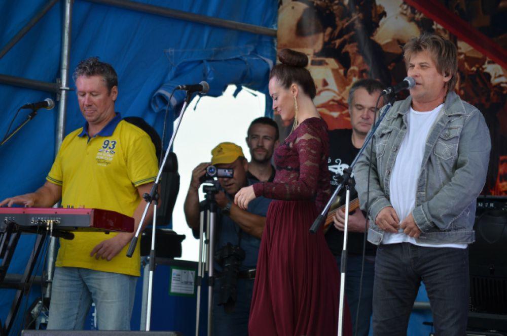 Подарком для зрителей стало выступление Алексея Глызина.