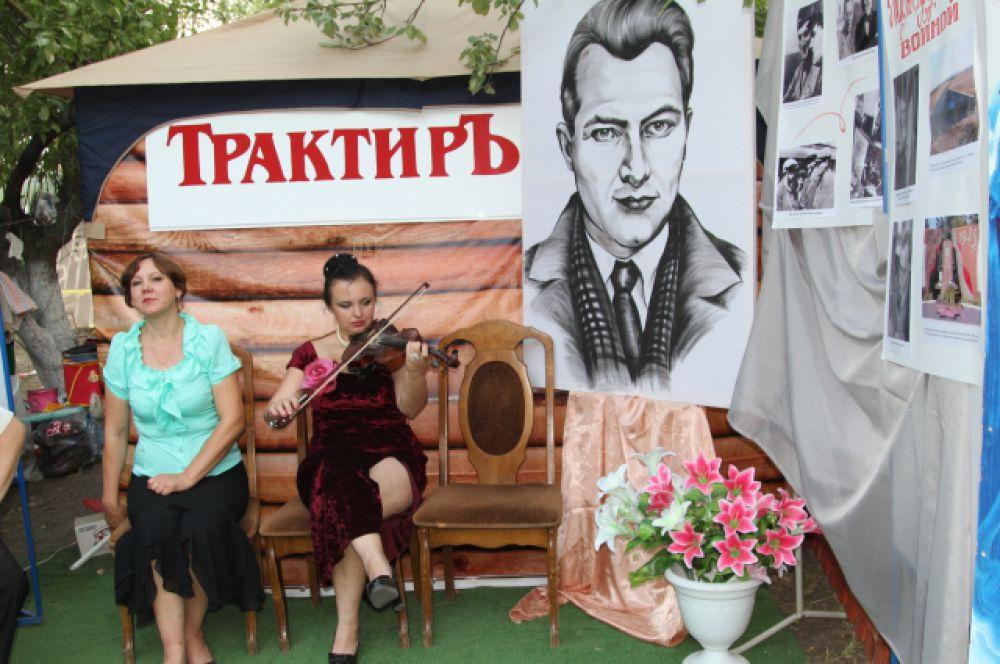 Большая часть экспозиций была посвящена театральному Ростову начала 19 века. Воссозданы афиши того времени. Безусловно, не обошлось без имени земляка Антона Чехова.