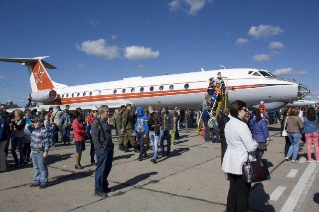 Игроки ФК «Сахалин» спасли пассажира во время перелета в Новосибирск