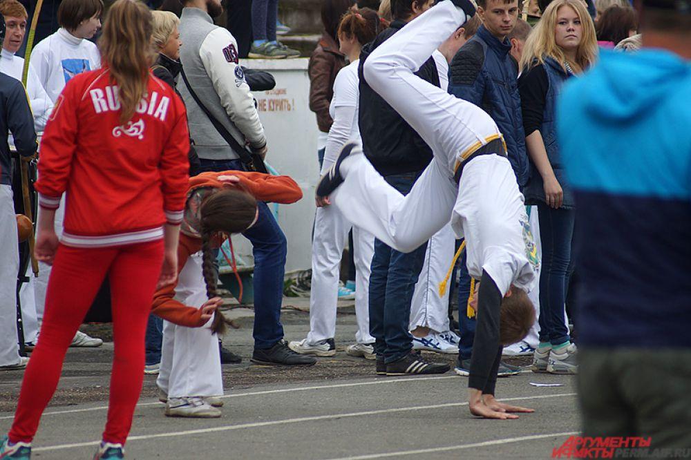 Представители бразильского национального боевого искусства капоэйра.