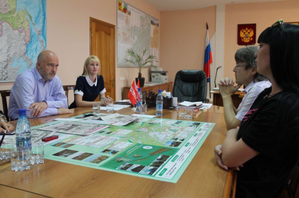 Встреча с губернатором состоялась в кабинете главы региона.