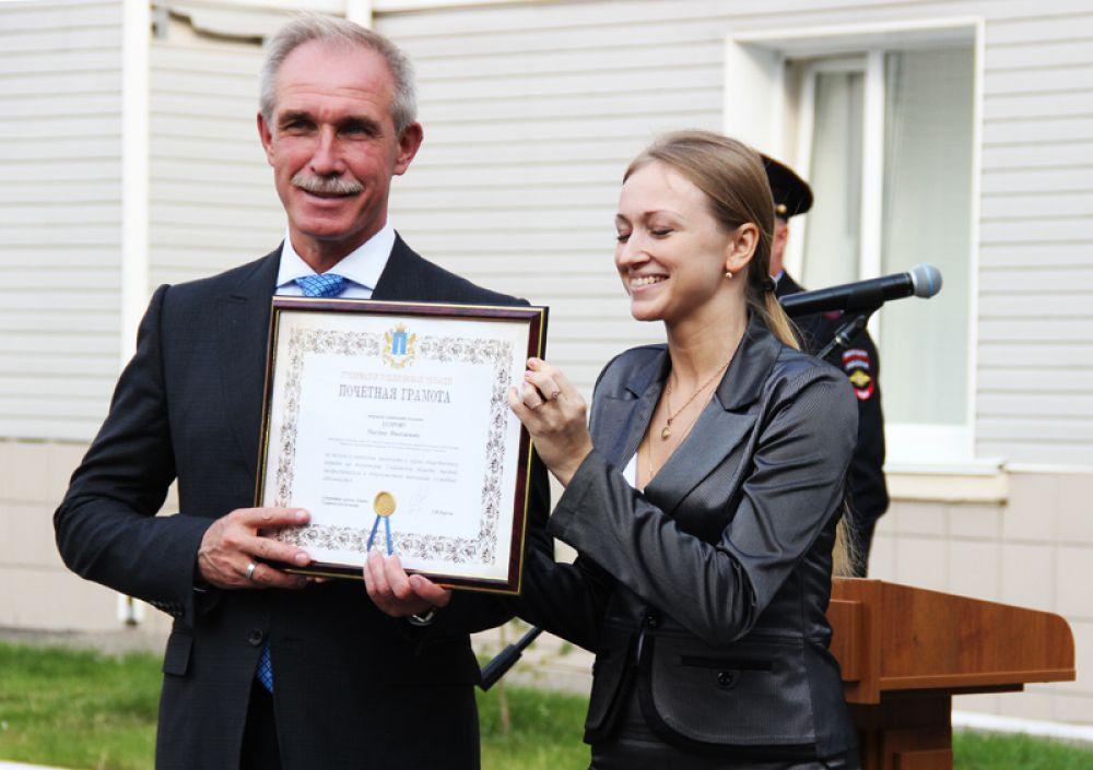 Губернатор вручил почётные грамоты и благодарственные письма