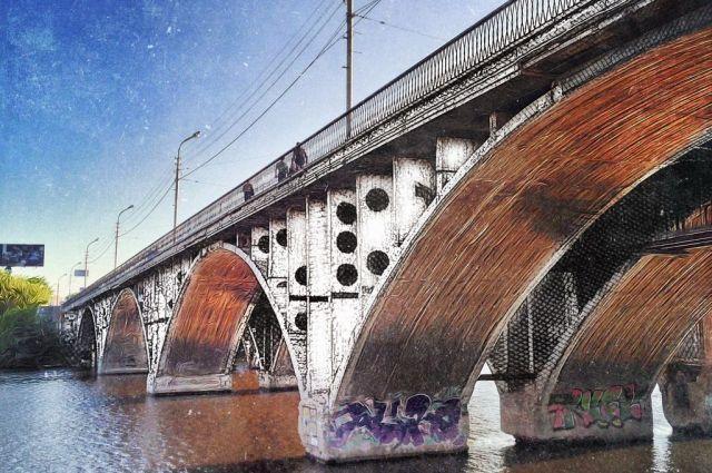 Автотранспорт будет двигаться по Макаровскому мосту в один ряд
