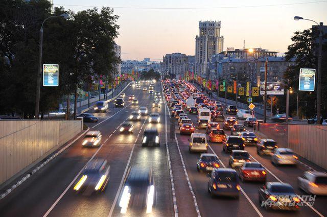 Самое опасное для воздуха города - это пробки и стоящие автомобили с включённым двигателем.