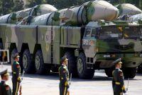 По площади Тяньаньмэнь проехали противокорабельные баллистические ракеты «Дунфэн-21Д» (DF-21D, «Восточный ветер») — гордость китайской оборонки.