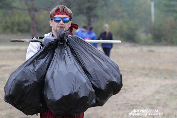 В течение дня были раскопаны более 35 мусорных язв и ликвидированы более 50 стихийных свалок.