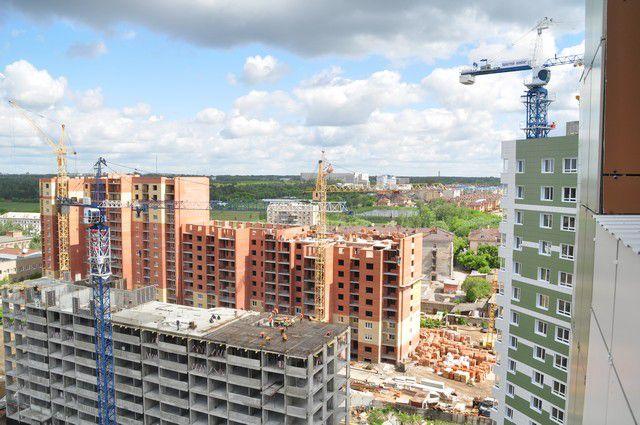 Строительство домов идёт.