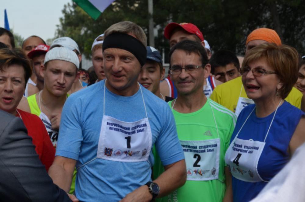 А с номером «1» на майке вышел министр Дмитрий Ливанов.