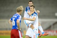 Артём Дзюба и Алан Дзагоев во время матча Россия – Лихтенштейн.