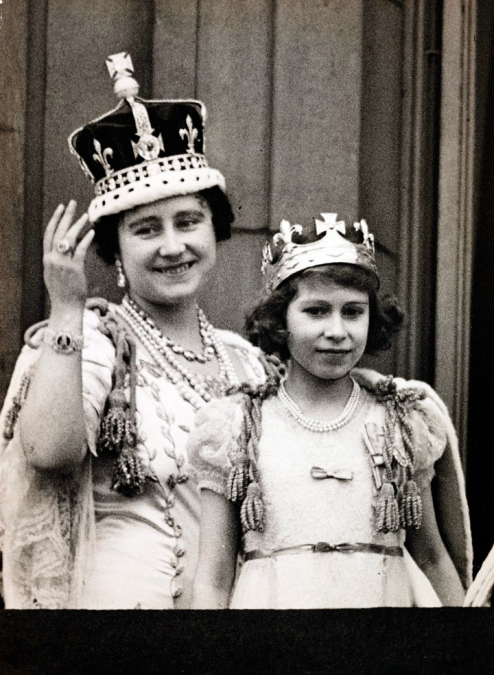 В первой половине дня королева назначает несколько встреч - с послами, епископами, судьями. Каждая занимает не более 15 минут. Вечером Елизавета II встречается с премьер-министром и знакомится с официальными бумагами. В конце дня она посещает выставки, концерты и другие мероприятия.