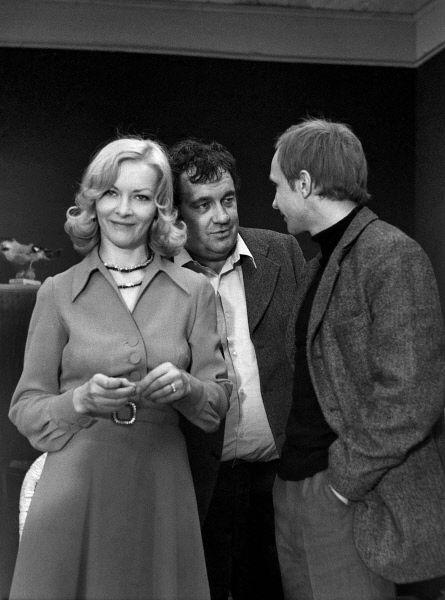 На съемках фильма «Ирония судьбы или С легким паром». 1975 год.