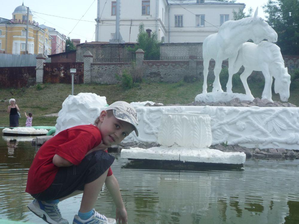 Фото Милы Селезневой - 1 место от «Шоу профессора Бумса» в конкурсе «Улыбнись городу».