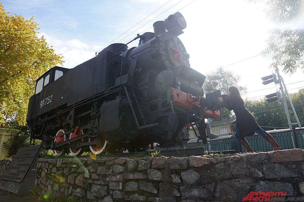 Маневровый танк-паровоз 9П-752 в сквере у старого вокзала Пермь-I. Как говорится, в одиночку поезд остановить сложно, но можно.
