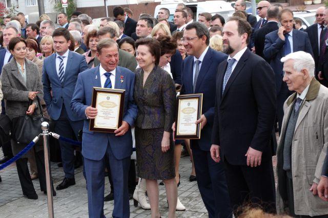 Геннадий Левин, Наталья Комарова, Василий Филипенко на церемонии открытия звёзд.