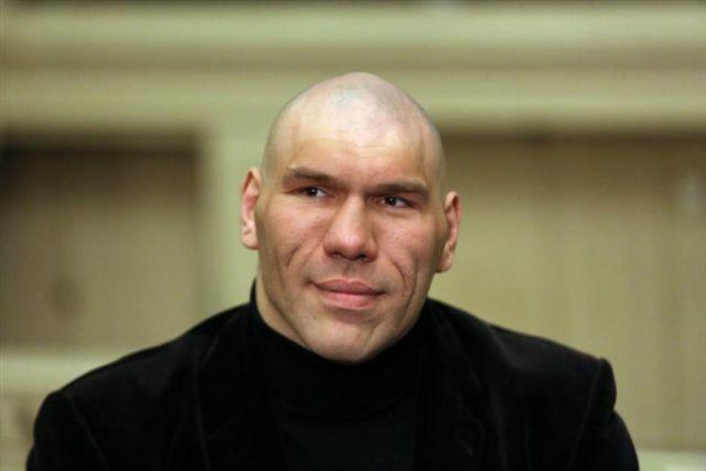 Николай Валуев приехал на боксерский турнир в Омск.