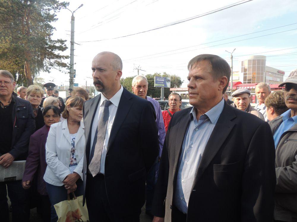 Генеральный директо ЧТЗ Евгений Михель заверил рабочих и профком, что до конца 2015 года долг по заработной плате будет полностью погашен.