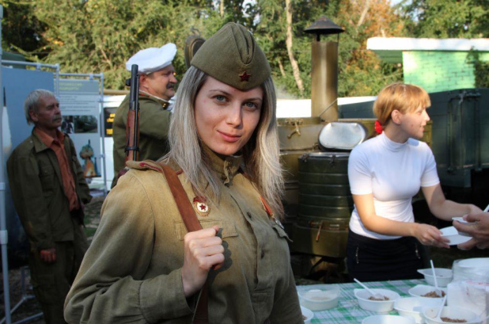 На форуме девушки интересовались службой в армии по контракту.