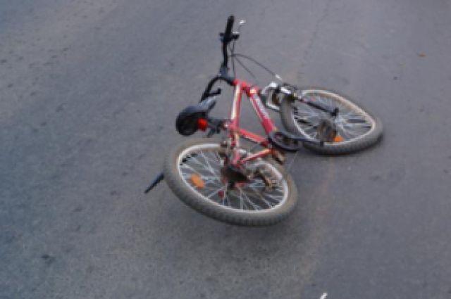 По колёса грузовика попал велосипедист.