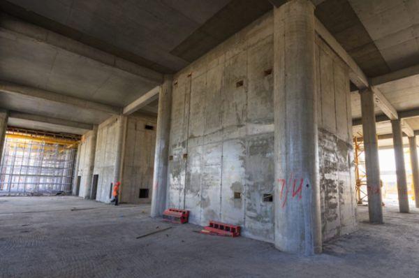В августе 2013 г. начались, а в мае 2014 г. завершились работы по намыву песчаного основания высотой около шести метров для стадиона.