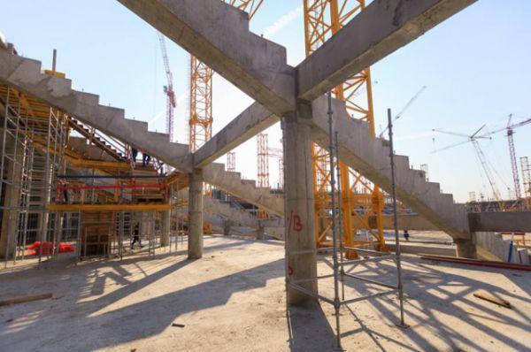Стадион «Ростов-Арена» выделяется среди остальных оригинальным архитекторским решением. Цена постройки составит порядка 20 млрд. рублей.