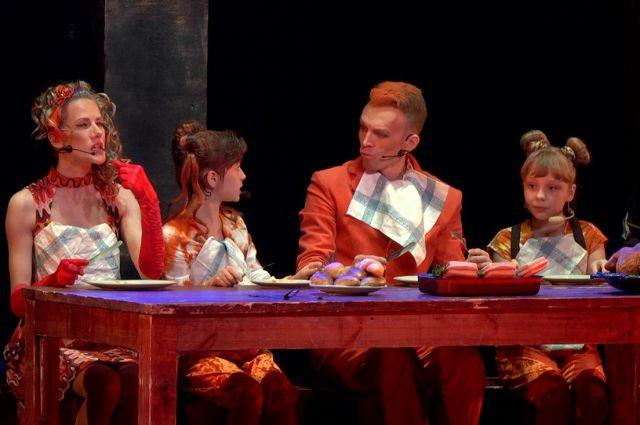 Рядом со взрослыми актёрами в «Рыжем. Честном. Влюблённом» -  70 юных певцов и танцоров.