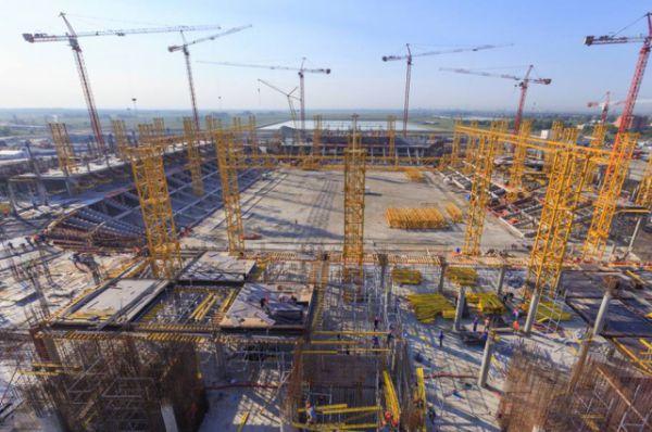 В январе 2015 г. строители приступили к забивке свайного поля будущего стадиона.
