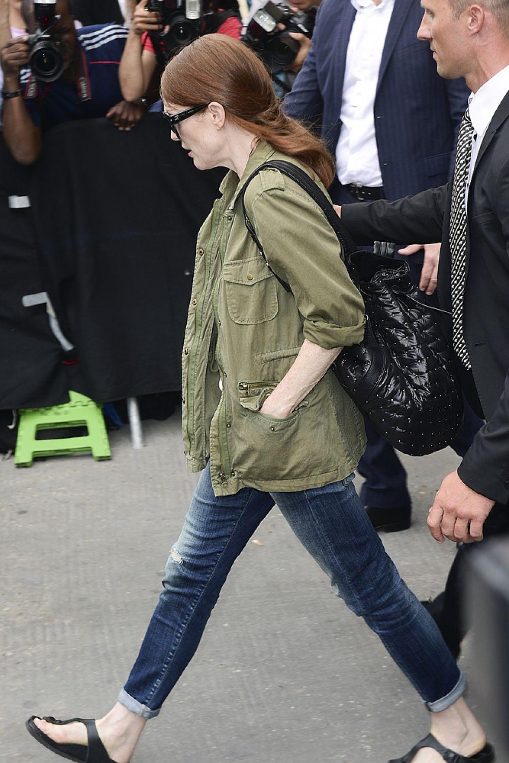 На второй строчке рейтинга оказалась Джулианна Мур. Издание заявило, что она знает, как сделать акцент на своих огненно рыжих волосах.