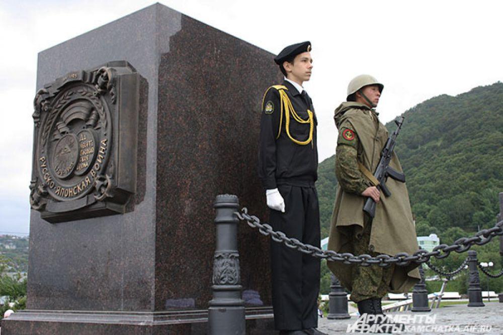 Звание «Город воинской славы» было присвоено Петропавловску-Камчатскому 3 ноября 2011 года Указом Президента РФ за мужество, стойкость и массовый героизм, проявленные защитниками города в борьбе за свободу и независимость Отечества.