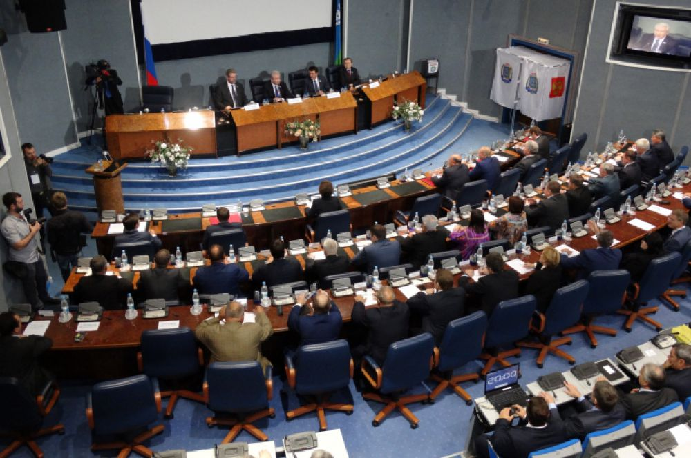 Заседание думы проходило в конференц-зале правительства округа.