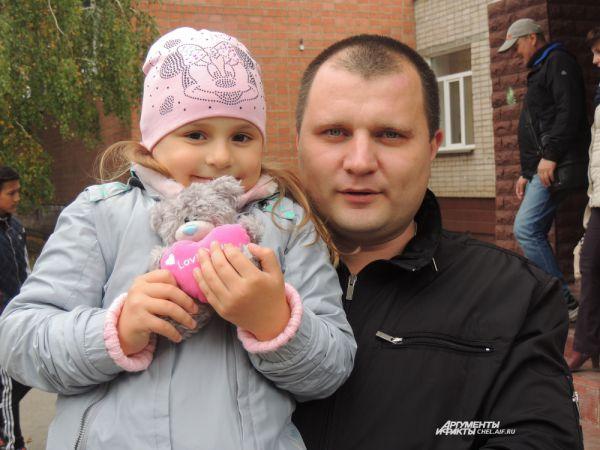 Для Александра и его дочки выборы - праздник.