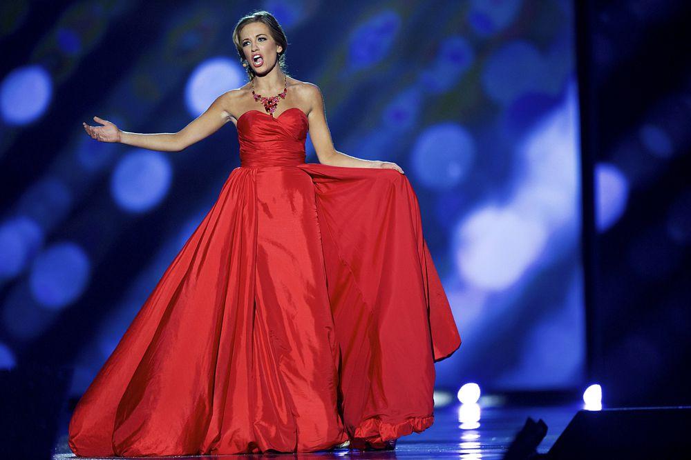 В ходе конкурса талантов, Кантрелл исполнила оперную арию.
