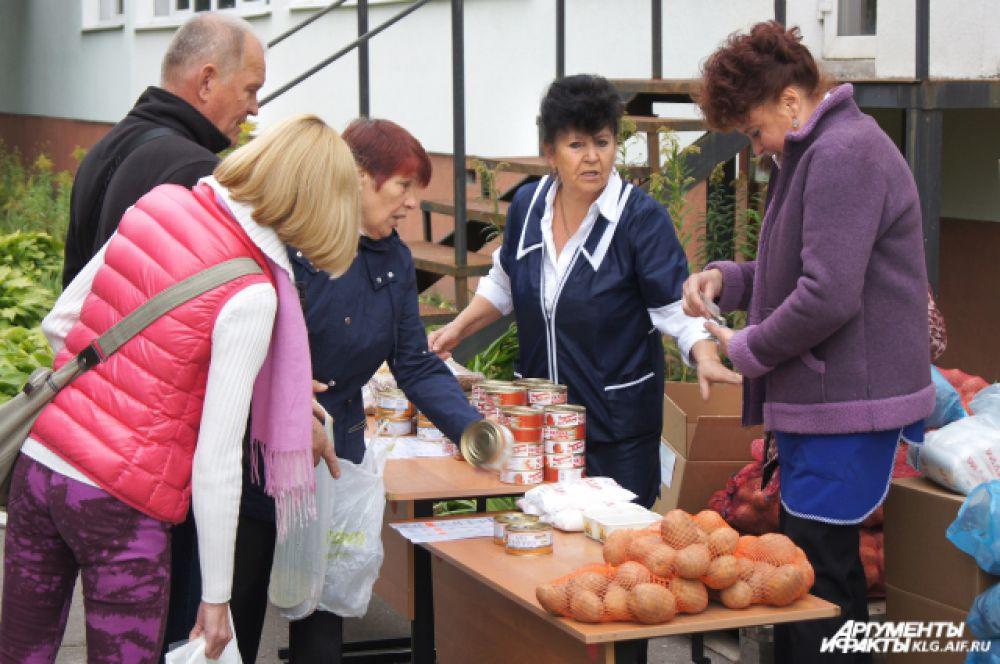 В Калининграде пришедшим на выборы предлагали купить продукты от местных производителей, а в районах организовывали лотерею и концерты.