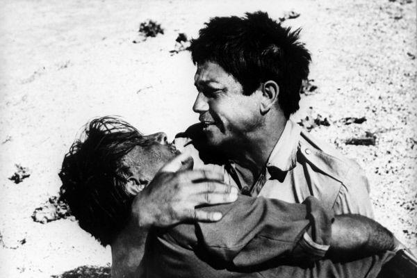 Актер Михай Волонтир в роли Адама в кадре из художественного фильма «Это мгновение». 1969 год.