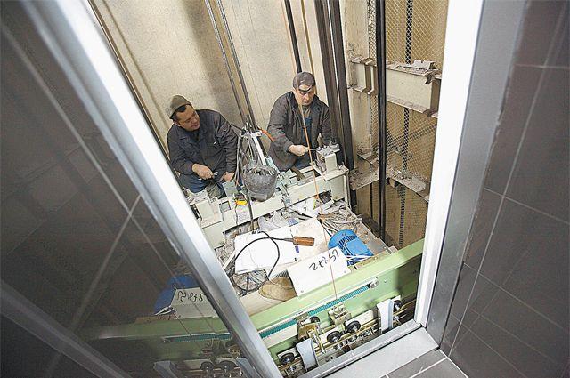 Когда придёт время менять лифты, подниматься на этажи жильцам помогут добровольцы.